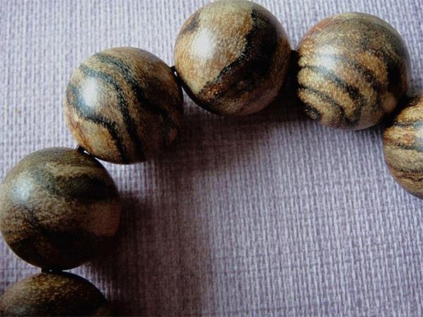 印尼沉香品鉴:马泥捞沉香的特点