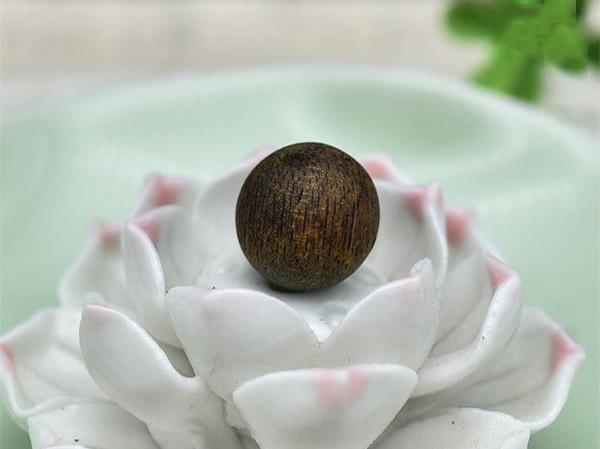 绿奇楠和白奇楠沉香有哪些区别?如何区分?